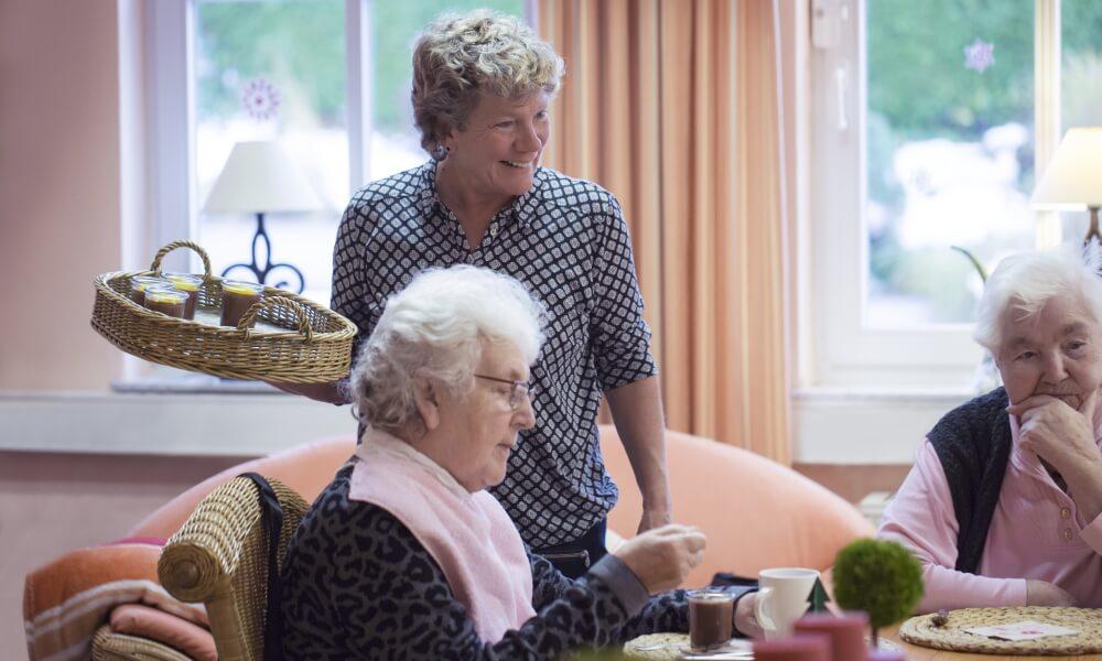Betreuung im Alter wird heutzutage immer wichtiger in unserer Gesellschaft - Wenn Sie Interesse haben, informieren wir sie gerne - Attendorner Pflegedienst