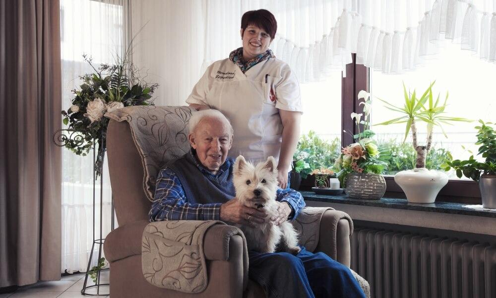 Entlastung für hilfsbedürftige Mitmenschen durch unser Pflegepersonal - Individuell und zertifizierte Qualität - Attendorner Pflegedienst