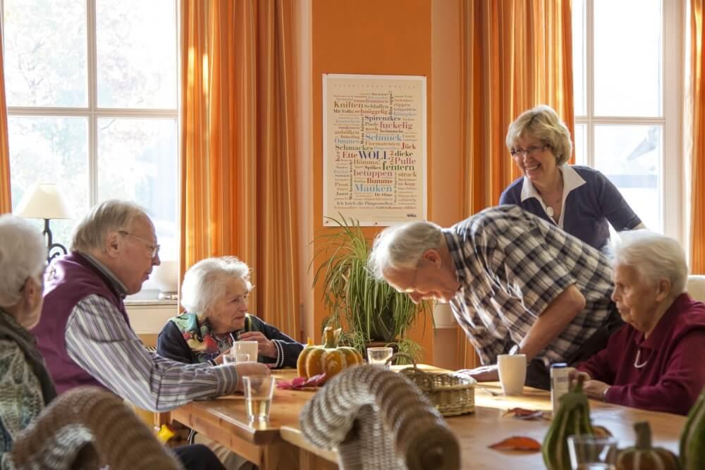 Unser Seniorentreff Memoria bietet pflegebedürftgien Menschen Spass und Beschäftigung in Betreuung von geschulten Personal - Attendorner Pflegedienst